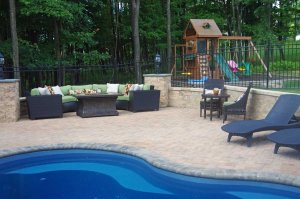 Cornerstone-retaining-wall-blocks-used-for-landscape-and-pools
