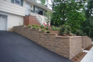 Landscape-Retaining-Walls-for-Driveways