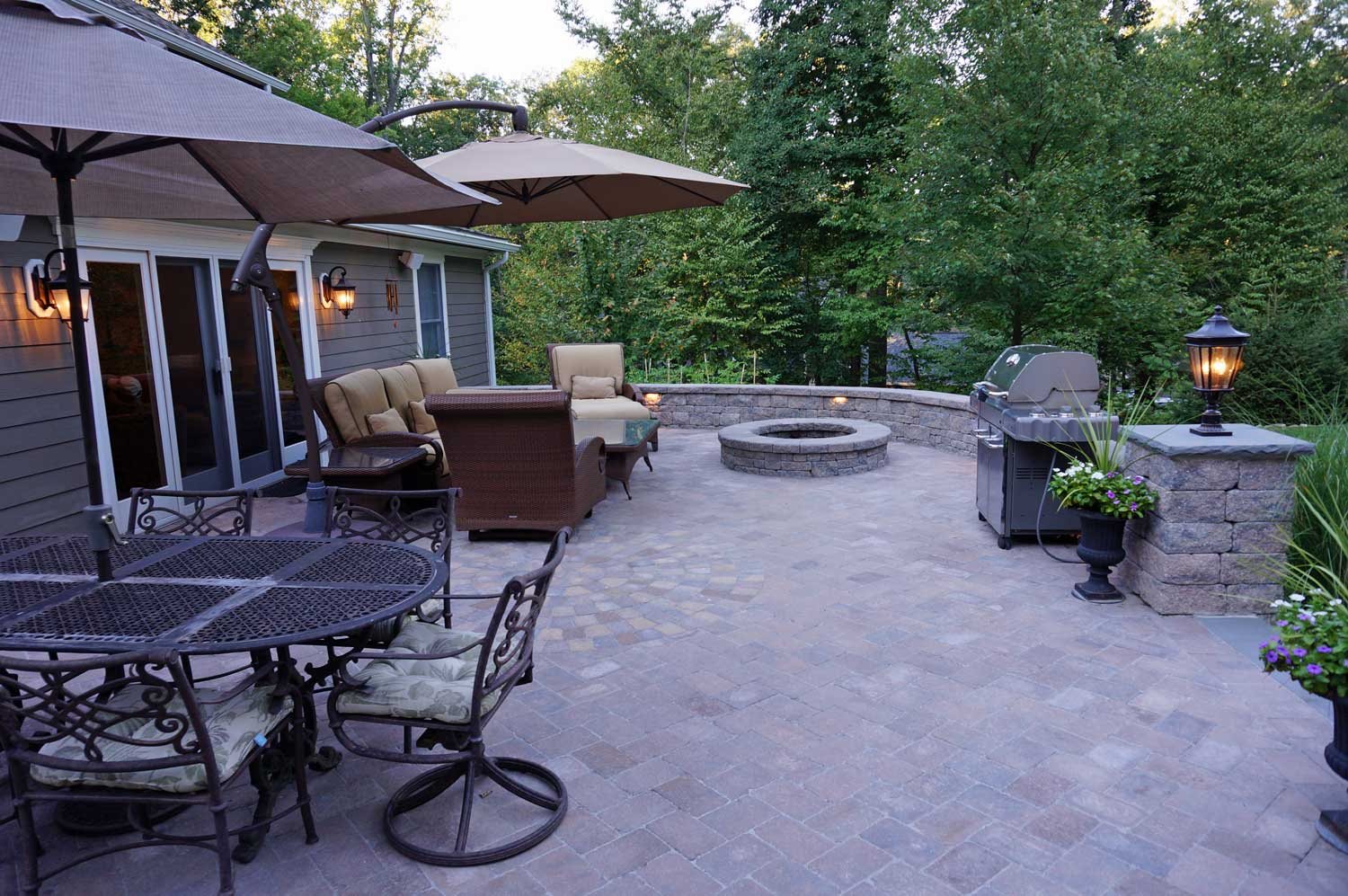 Backyard Patios Design Ideas using Stoneledge
