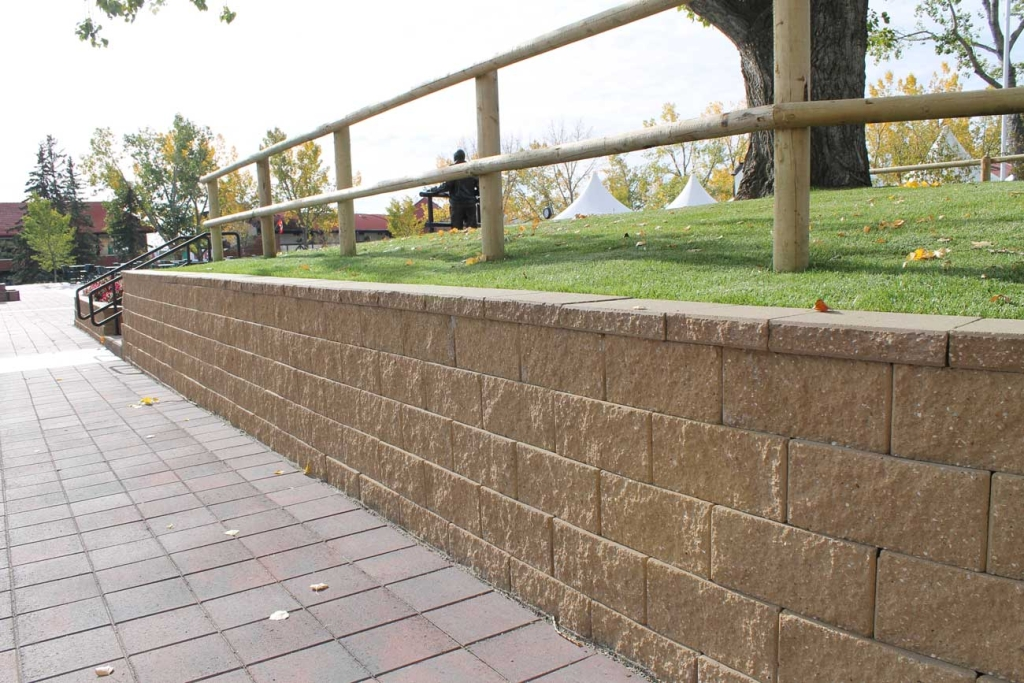 Cornerstone-block-retaining-wall-fence-post-on-top
