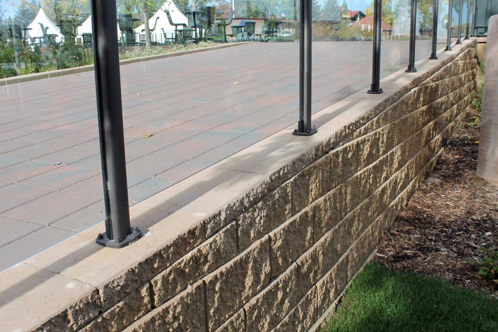 Cornerstone-block-retaining-wall-for-pathway