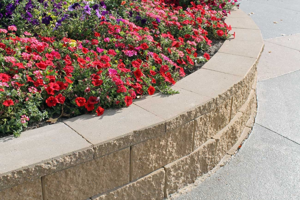 Cornerstone-block-retaining-wall-for-planter