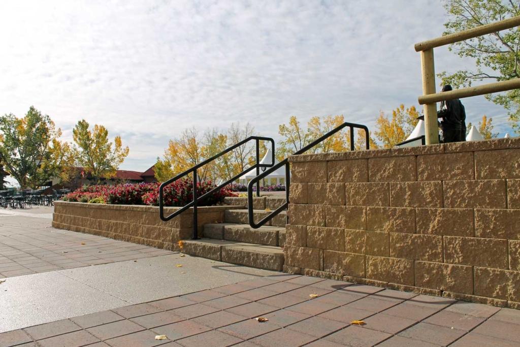 Cornerstone-block-retaining-wall-inside-stairs