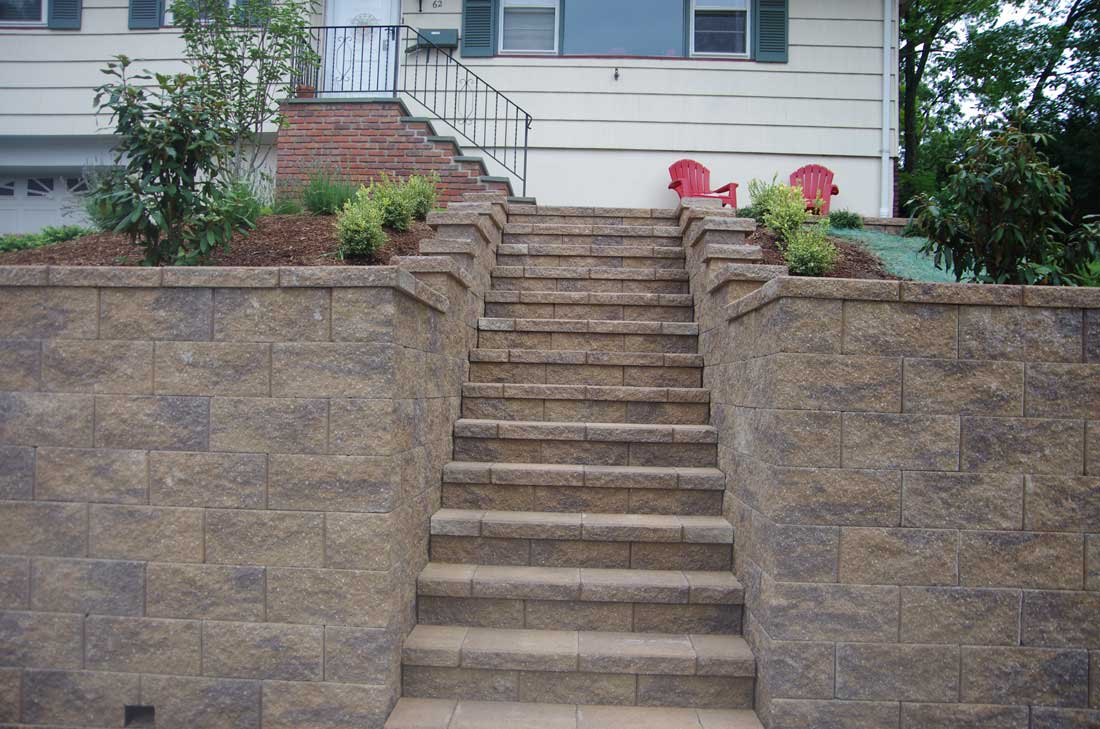 CornerStone-block-retaining-wall-stairs