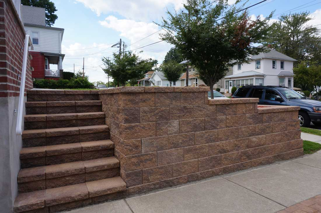 Cornerstone-100-retaining-wall-block-for-stairs-right-side