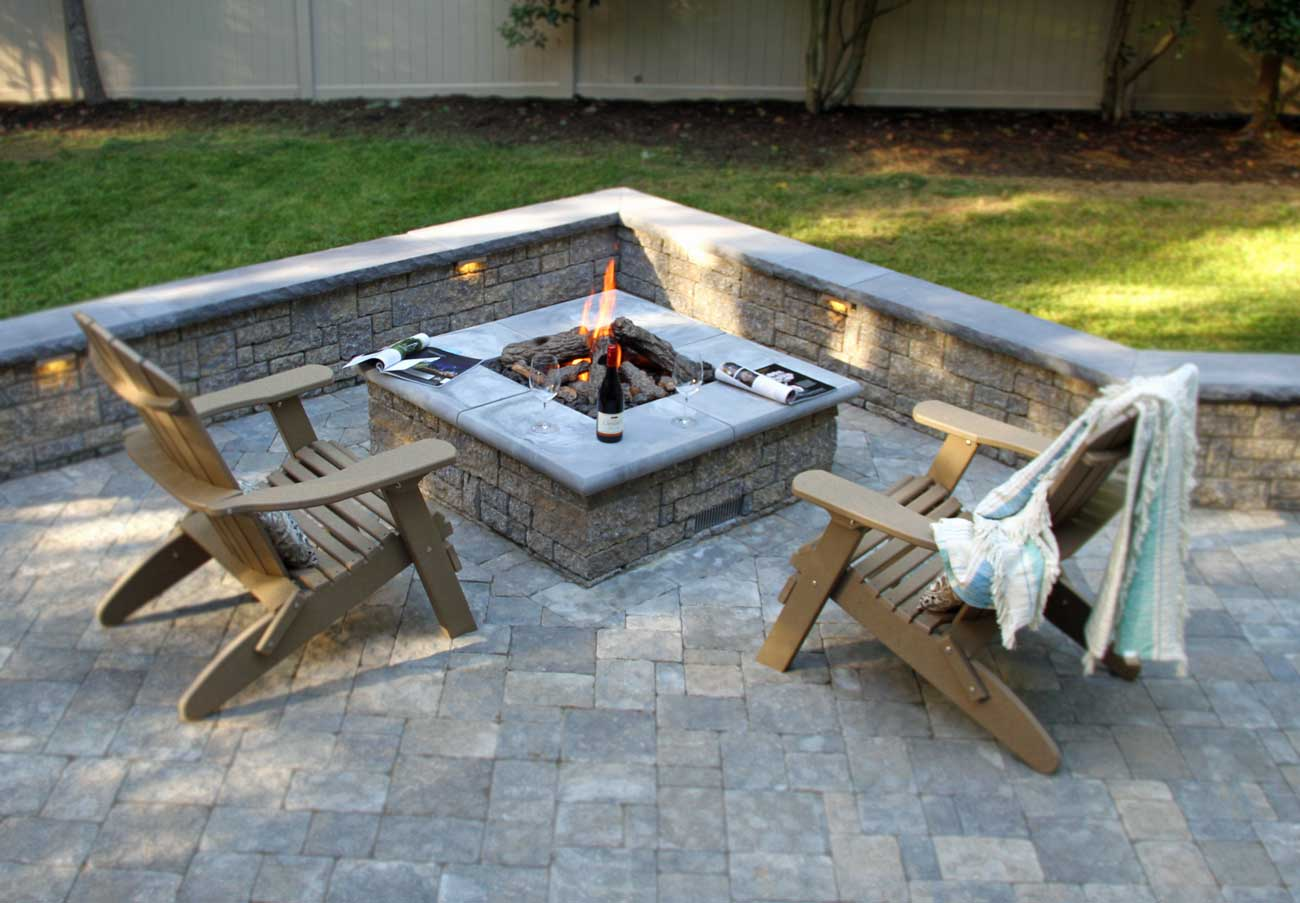 StoneLedge-Fire-Pit-and-Free-Standing-Wallw