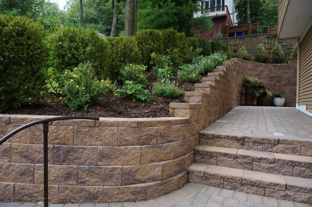 cornerstone-retaining-wall-blocks-for-stairs