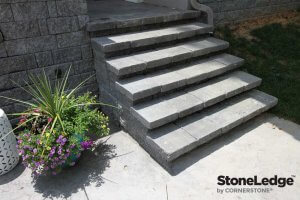 Landscape-Stairs-Using-StoneLedge-retaining-wall-Block