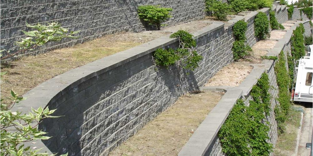 retaining-wall-terrace-design-using-cornerstone-blocks