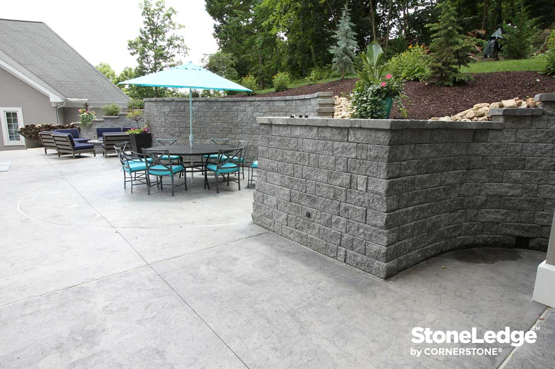 Stoneledge-retaining-wall-block-with-stairs