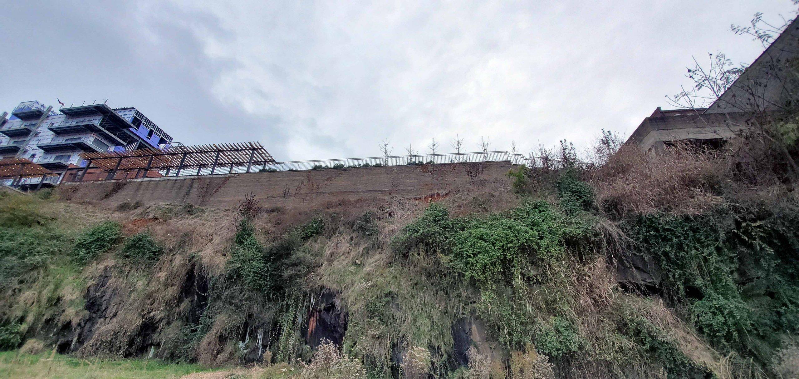 Lynchburgh-Virginia-tall-Retaining-Wall-cornerstone-blocks