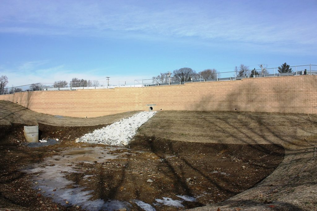 CornerStone Geogrid Retaining Wall with Drainage